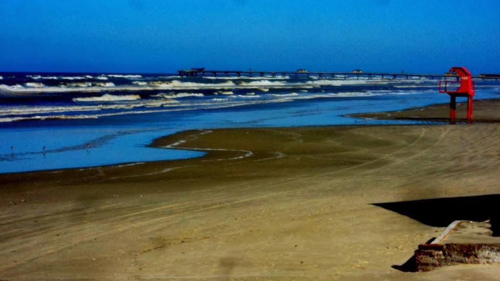 Praia de Tramandaí e Plataforma ao Fundo
