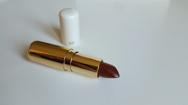 H&M Beauty swatches lipstick so cocoa, VERONIQUE TRES JOLIE