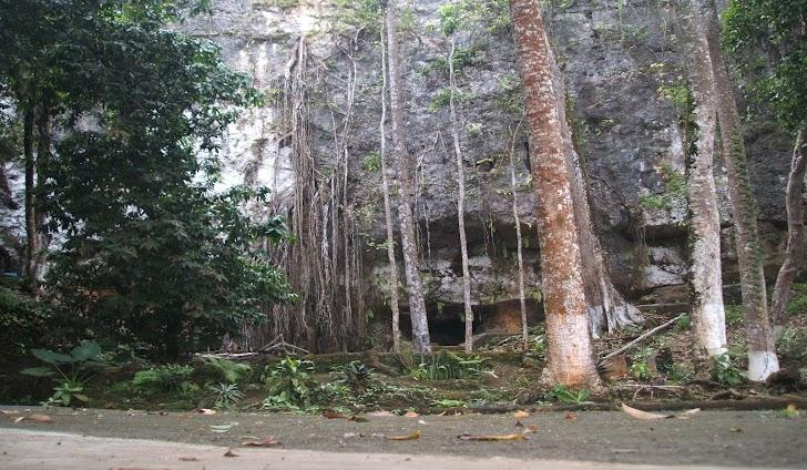 Menyusuri Goa Cerme yang Misterius, Melewati Sungai Bawah Tanah dalam Kegelapan