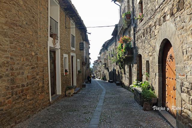 Casas y calles de la Villa Medieval de Aínsa, Huesca