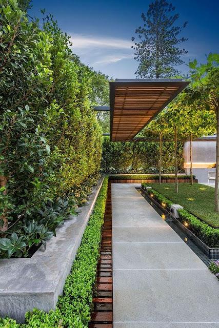 gradina moderna, pergola lemn, pergola metal, jardiniera, piatra naturala, alee intrare in curte, poarta