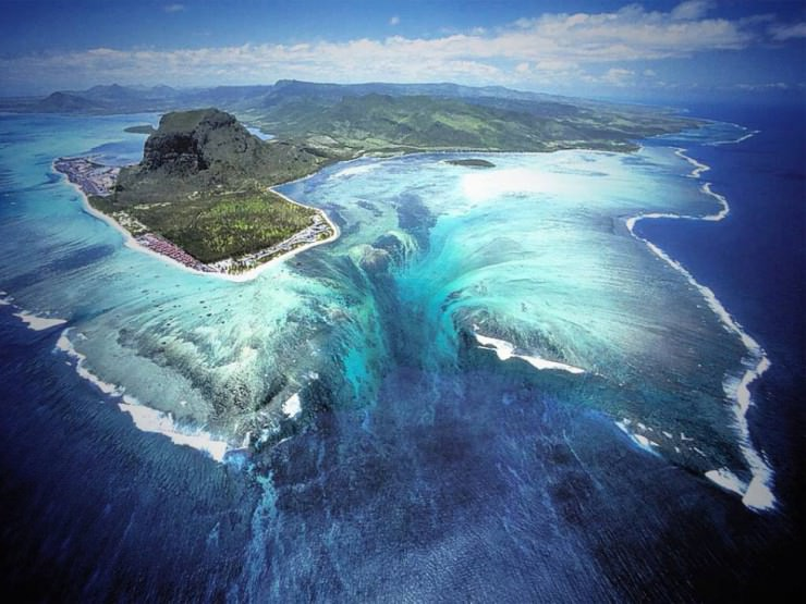 33 Amazing Beaches From Around The World - Underwater Waterfall, Mauritius
