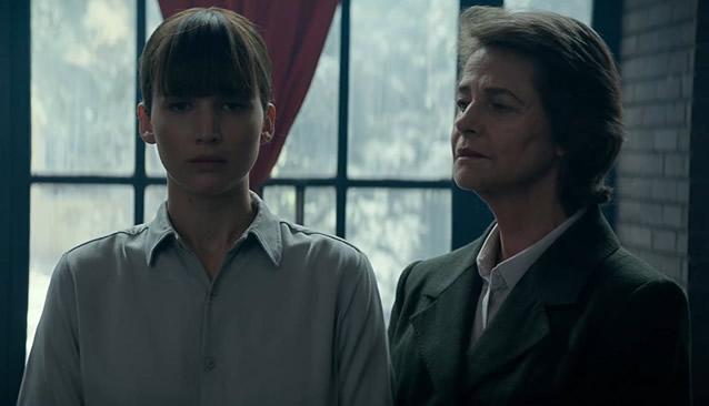 Dominika Egorova (Jennifer Lawrence) et Matron (Charlotte Rampling) dans Red Sparrow