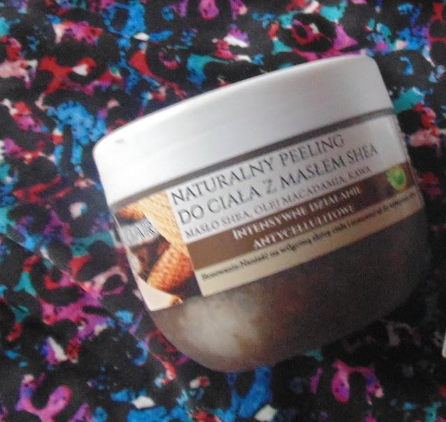 Nacomi Naturalny Peeling do ciała z masłem shea jakmwyglada w środku działanie