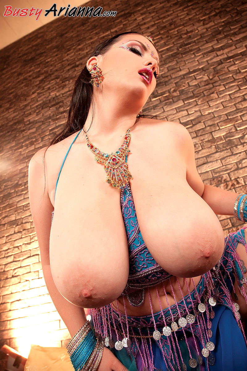 так видео арабка с большими грудями дальнешем