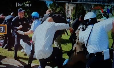 http://www.express.de/news/politik-und-wirtschaft/bei-trump-besuch-erdogan-bodyguards-verpruegeln-demonstranten-26920022?originalReferrer=