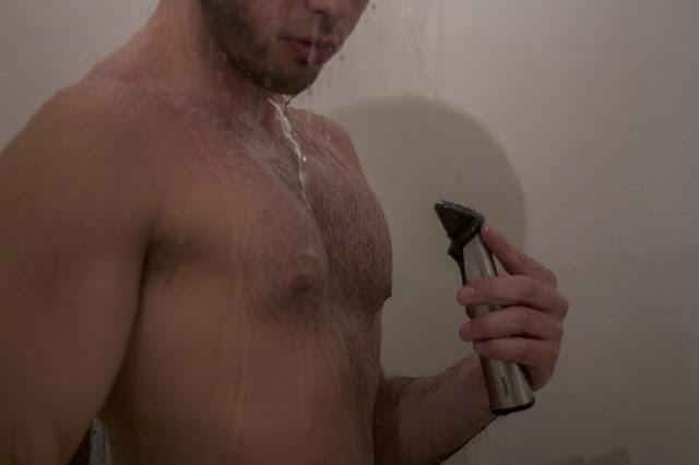 radersi sotto la doccia
