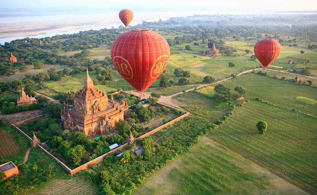 www.xvlor.com Old Bagan is city of thousand pagodas built by prosperous Pagan Empire