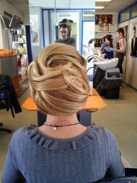 Chignon réalisé pour Christiane par Eddy Brachot Martin, coiffeur maquilleur au Studio 54 à Montpellier.