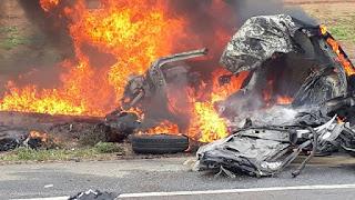 ACIDENTE COM VÍTIMA FATAL: Carro bate em carreta, pega fogo e motorista morre carbonizado na BR-226, em Santa Cruz RN