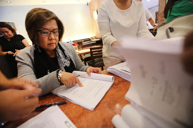 "Truth Revealed: De Lima Finally Admits Past Relationship With Driver Ronnie Dayan. ""Nagtiwala ako."""