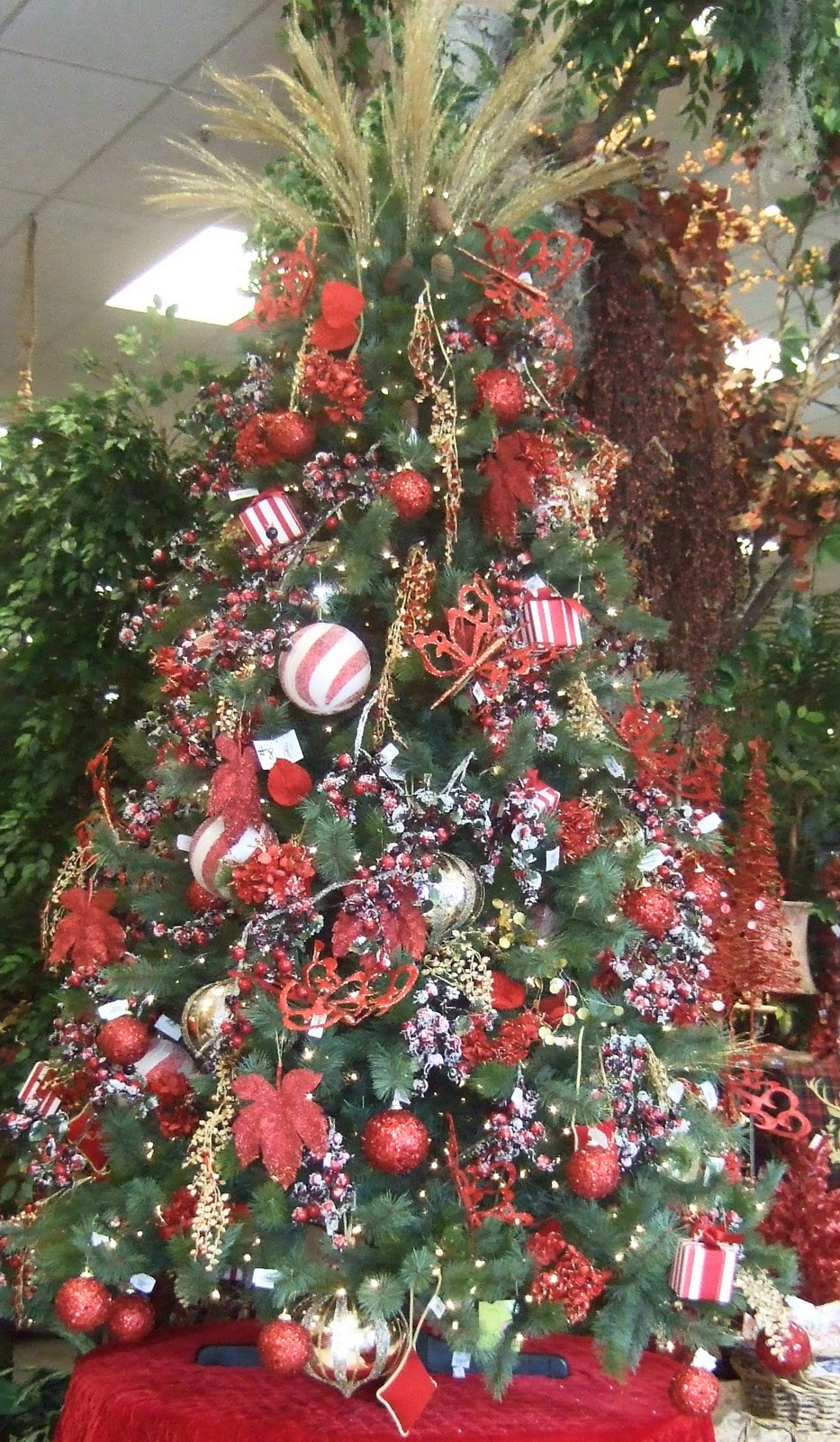 Ana silk flowers ideas christmas tree decorating for Decorating 10ft christmas tree