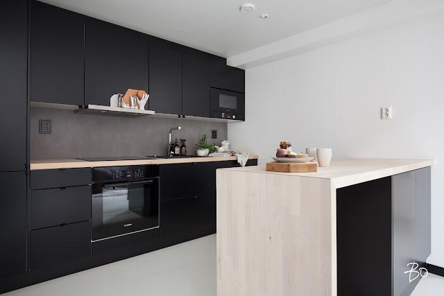 Jutta Tanninen, musta keittiö, loft keittiö