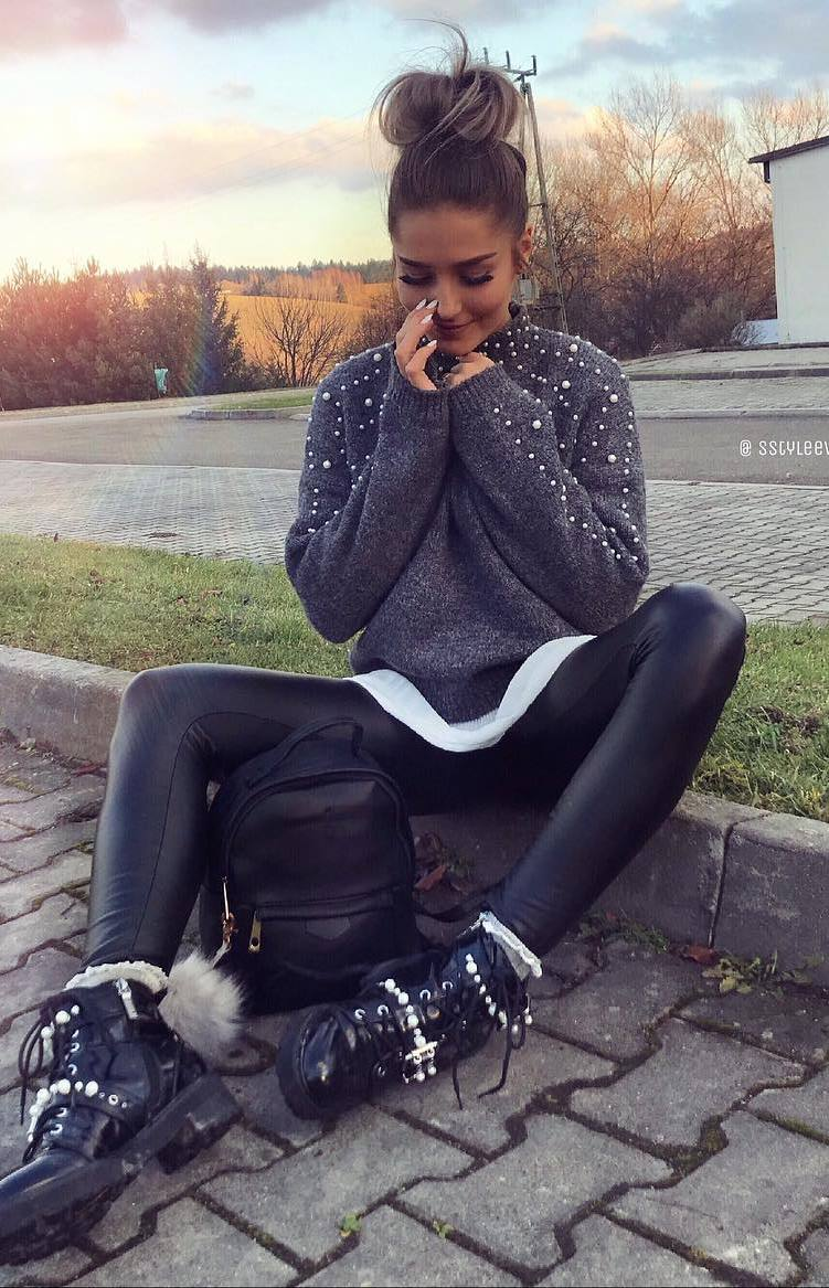 cool winter outfit / sweater + bag + leather leggings + boots