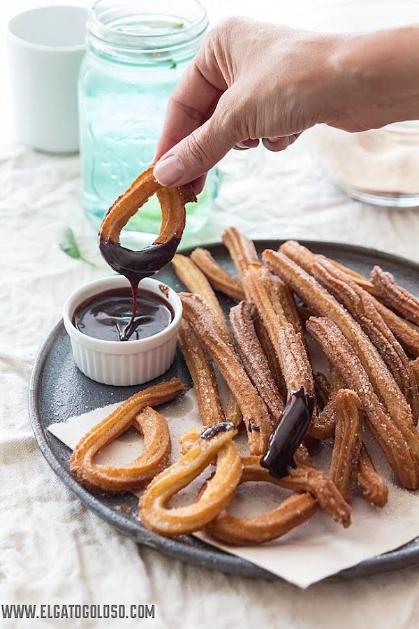 Churros sin gluten, fáciles, económicos y deliciosos. Vía www.elgatogoloso.com