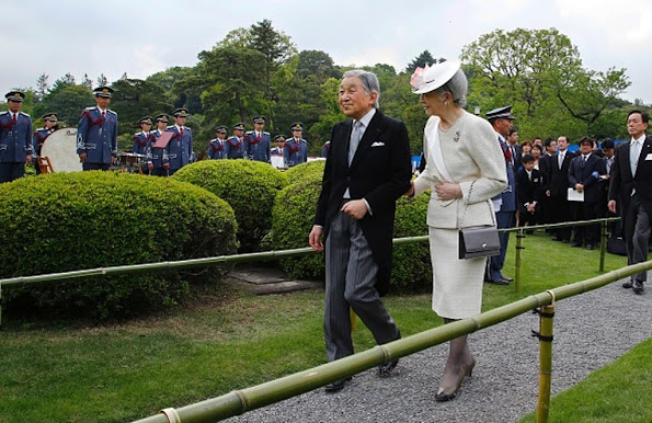 Emperor Akihito, Empress Michiko, Crown Prince Naruhito and his wife Princess Masako, Prince Akishino and his wife Princess Kiko and Princess Mako attended the 2016 Spring Garden Party