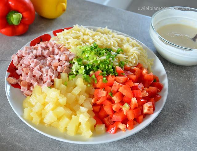Hawajska sałatka z makaronem