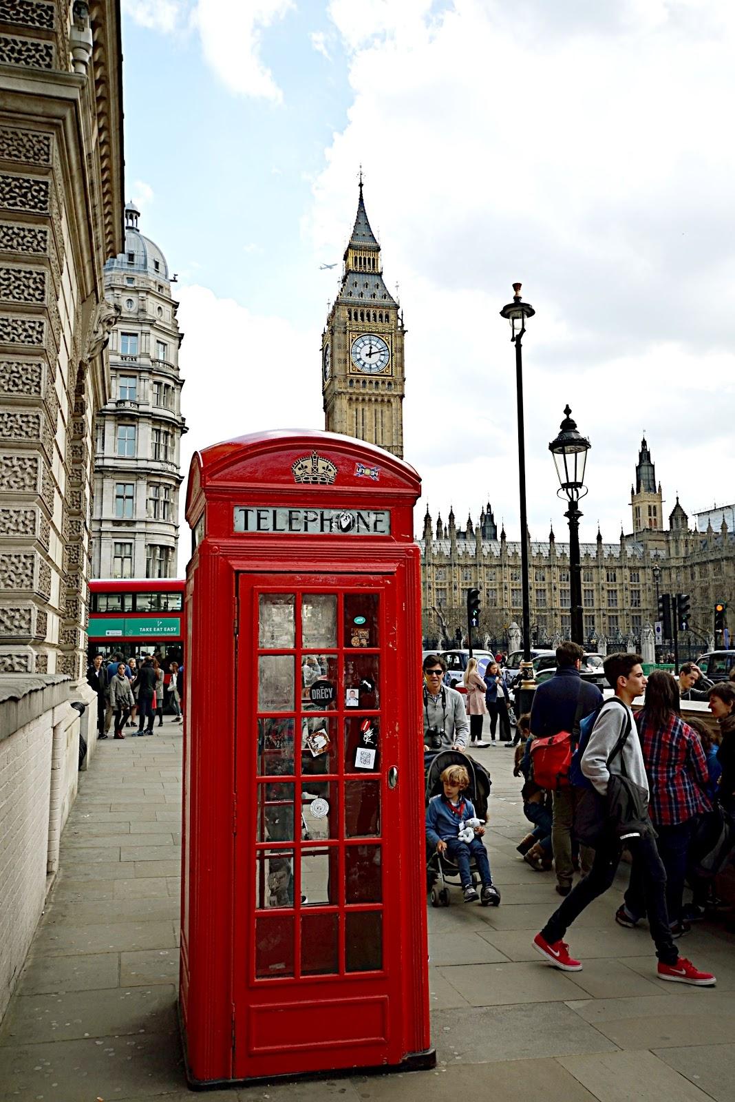 czerwone budki w londynie
