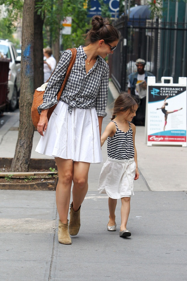 katie holmes suri cruise matched dresses