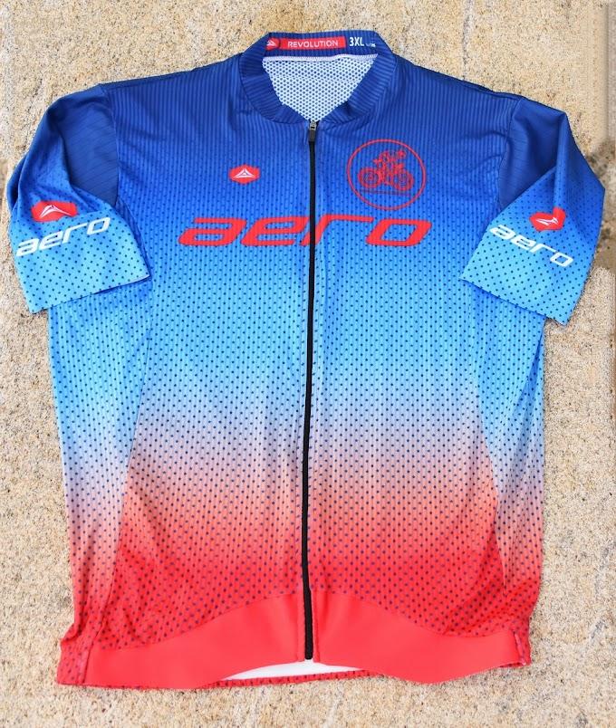Hoy os traemos la review del maillot y del culote de la gama revolution de la marca Aero