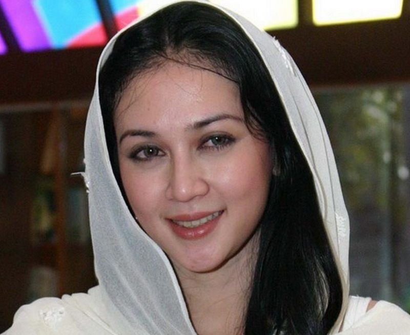 beautiful women: Dina Lorenza