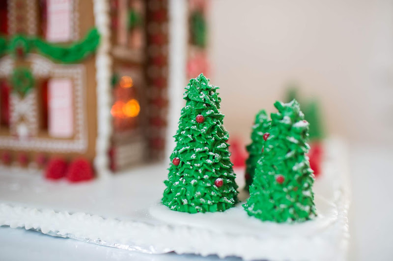 gingerbread house, gingerbread, gingerbread house decorating, christmas gingerbread house, gingerbread recipe, christmas house, gingerbread house recipe,