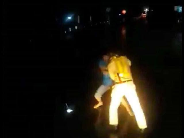 Xôn xao clip CSGT đánh nhau với lái xe?