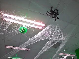 menghilangkan-sarang-laba-laba.jpg
