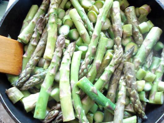 Frittata with asparagus by Laka kuharica: Sauté asparagus