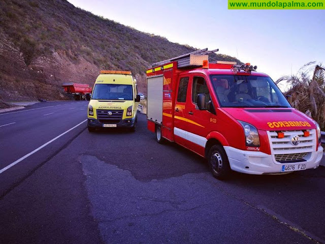 Tres heridos tras el vuelco de un vehículo en Fuencaliente