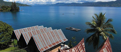 Super Volcano Crater Lake, Lake Toba, is the largest in the world