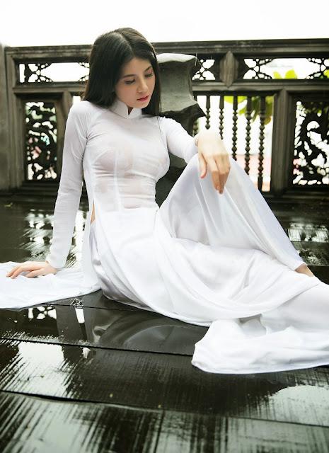 Bộ ảnh nữ xinh gợi cảm với áo dài và mưa