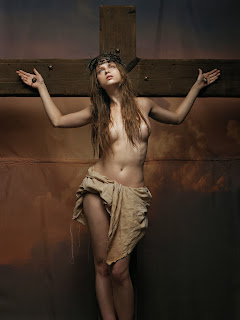 Mujeres crucificadas Crucified women Winkler + Noah