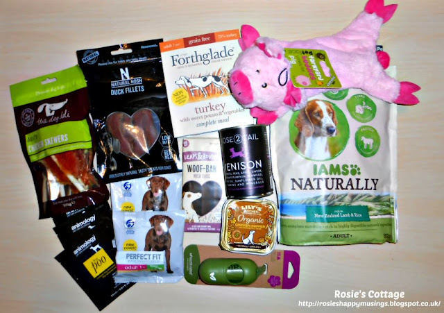Contents of the Amazon Pet Supplies Sample Box: A fabulous box of products for dogs.