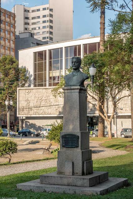 Herma com busto em homenagem a José Pereira Santos Andrade
