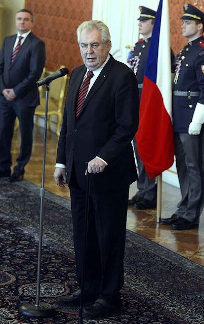 """Milos Zeman: é """"invasão organizada"""""""