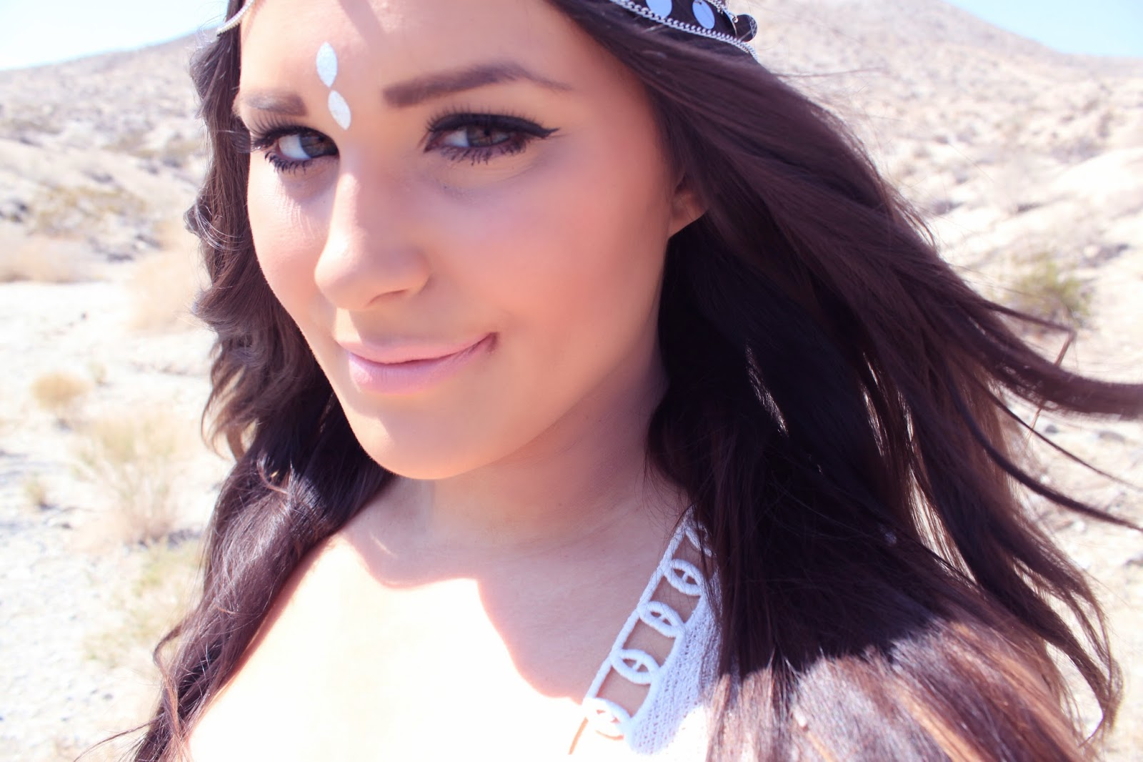 Mash Elle style blogger shares Coachella inspired outfit for festivals in Palm Springs, CA | Mash Elle style blogger shares Coachella inspired outfit for festivals | festival outfit | California | travel california | tye dye | festival headband | fake tattoo