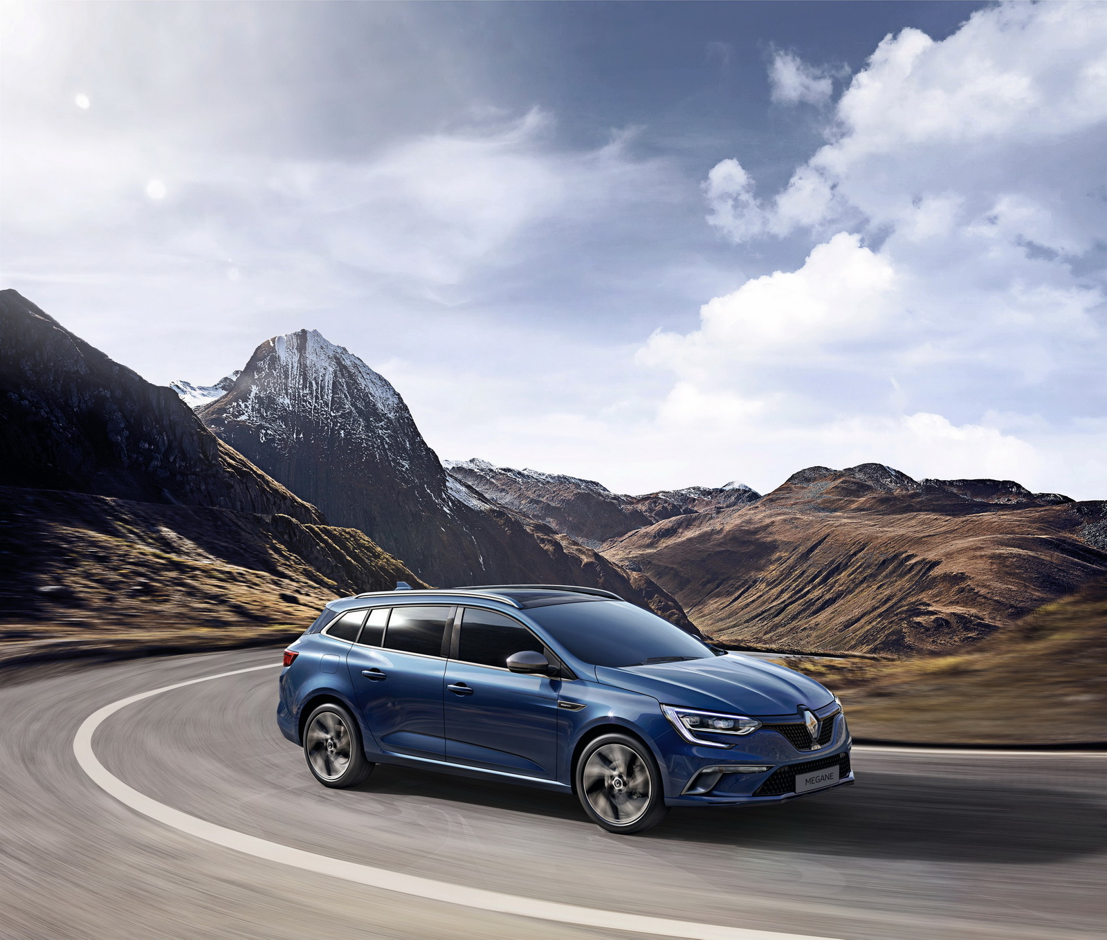 New Renault: New Renault Megane Estate Analyzed In 99 Photos