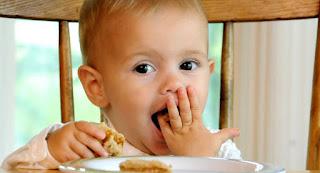 الطعام للأطفال الصغاريعانةن من نقص الوزن