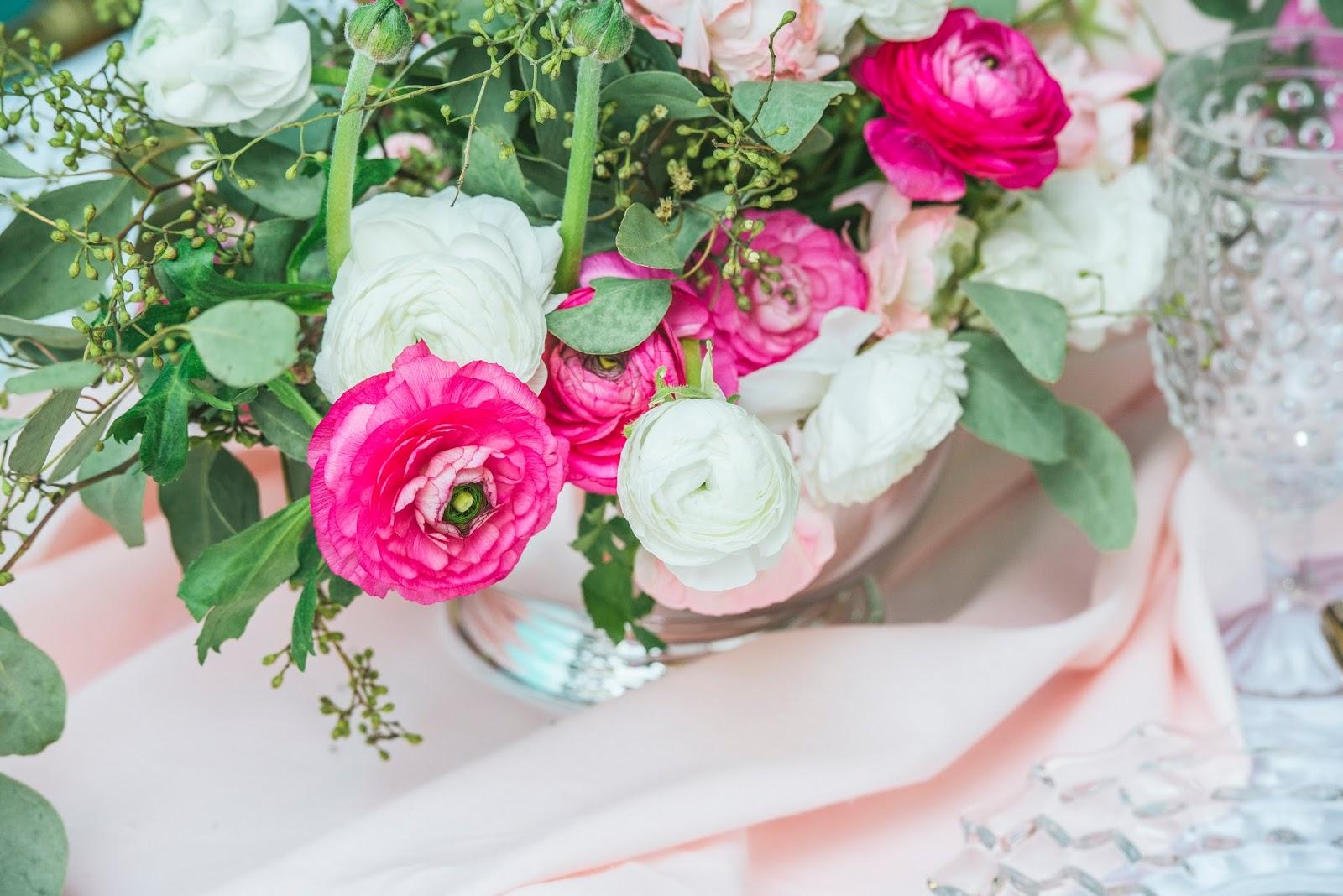 ranunculus-peonie-eucalyptus-centerpices-bouquet