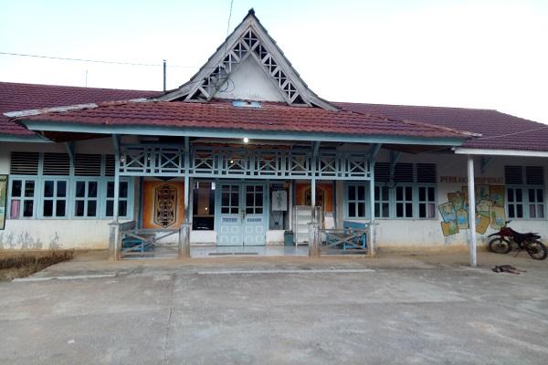 SEKADAU, Balai Sepuak, Belitang Hulu - Belum lama ini Keluarga Pasien Puskesmas Kecamatan Belitang keluhkan pelayanan pihak Puskesmas di Ujung Belitang