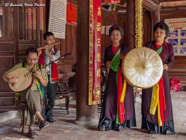 Cantantes y Músicos tradicionales de Quan Ho - Vietnam, por El Guisante Verde Project