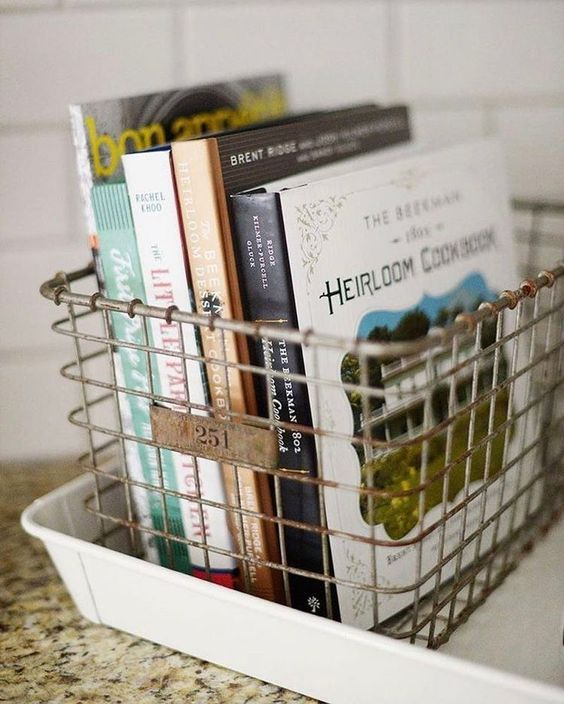 Ideias de como utilizar cestinhas e bandejas na organização da casa