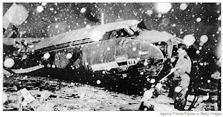 foto pesawat tragedi munchen 1958 yang menewaskan seluruh pemain MU generasi Busty Babes