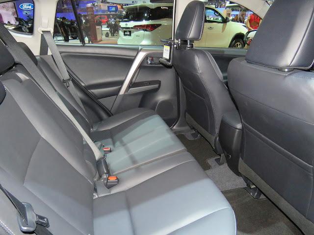 Nova Toyota RAV4 2017 - espaço traseiro