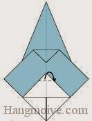 Bước 11: Gấp góc giấy trên cùng vào trong giữa hai lớp giấy.