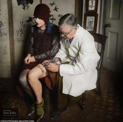 George Bruchette, Artista del tattoo, ca. 1930  foto retocada a color