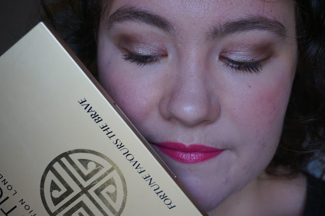 fortune-favours-the-brave-revue-avis-swatches-makeup-revolution-palette-britishbautyblogger