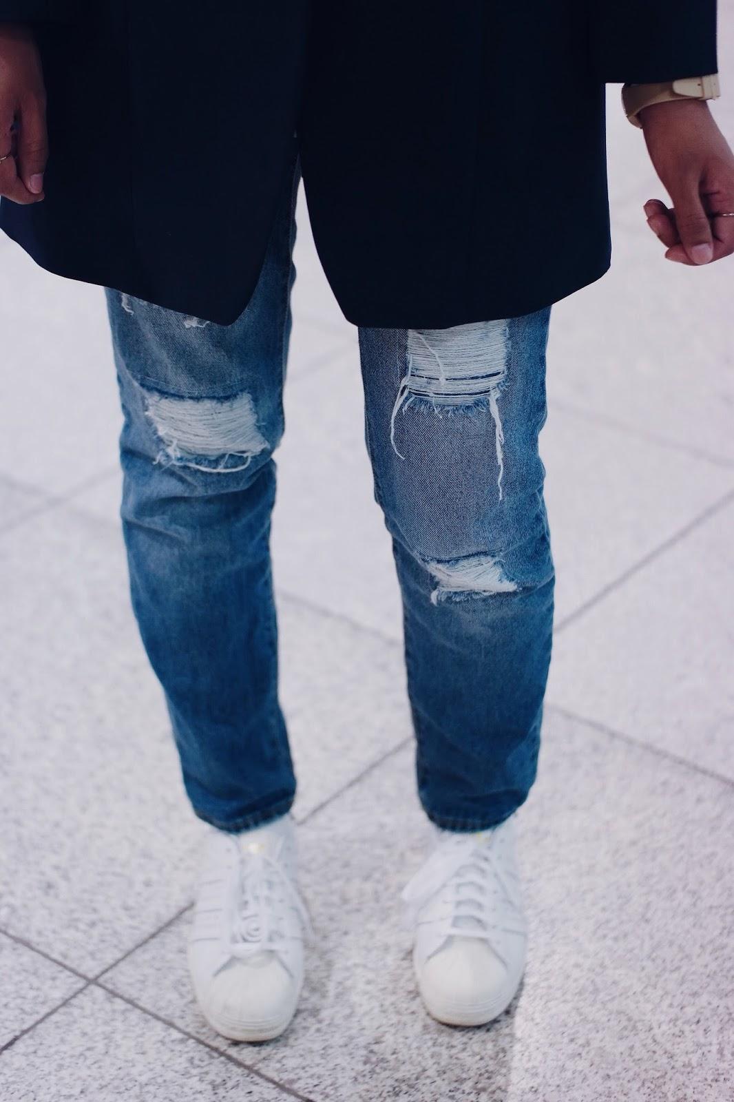 bef4aaaaea3 Long Blazer + Ripped Jeans