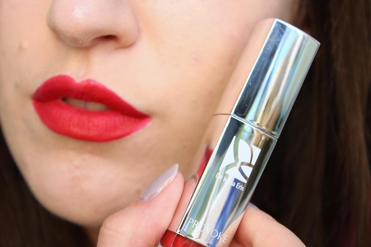 matowa pomadka w płynie Liquid Matt Lip Tint - Vanguard Red N°706 na ustach